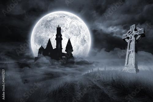 Château et tombe sous la pleine lune Poster