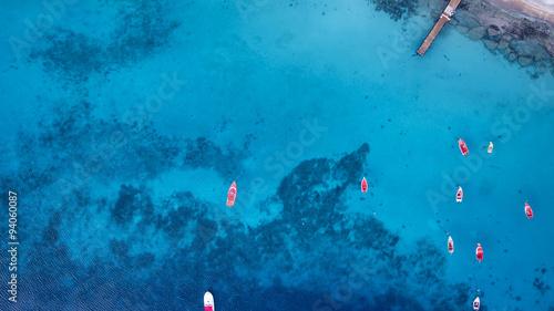 blaues Wasser - Boote - Karibik - Luftbild - Curacao Wallpaper Mural