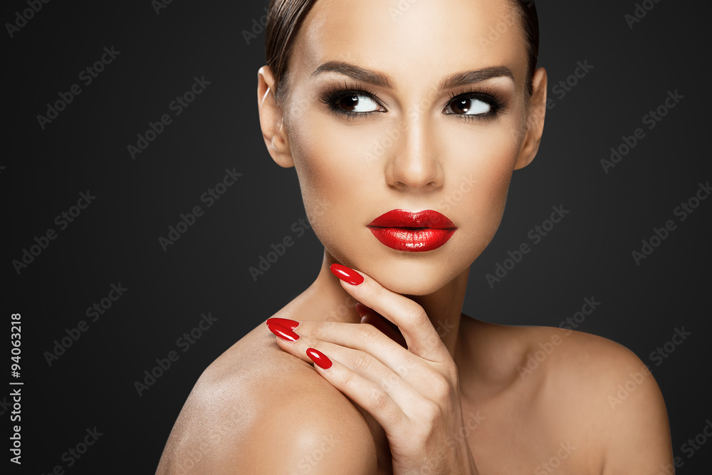 Fototapety, obrazy:  Beautiful woman portrait, beauty on dark background