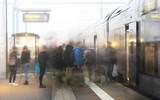 People leaving on train - 94105278