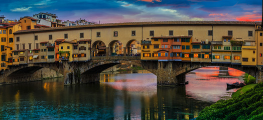 Fototapeta Rzeki i Jeziora Beautiful sunset view of bridge Ponte Vecchio, Florence, Italy