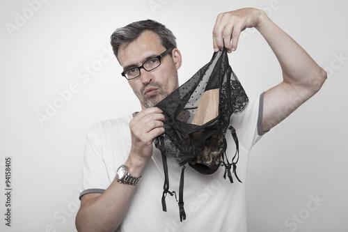 mann in strapsen
