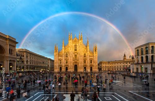 Garden Poster Milan Mailänder Dom in Italien mit Regenbogen
