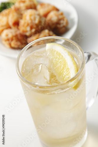 In de dag Milkshake ハイボールと唐揚げ Whisky Highball and Fried chicken
