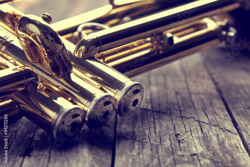 obraz dibond Trumpet on an old wooden table. Vintage style.