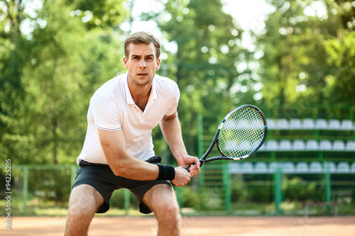 Платно  Concept for male tennis player