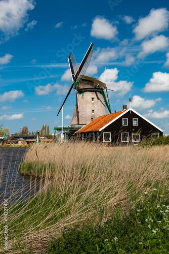 Spoed Foto op Canvas Molens Windmill, Holland countryside