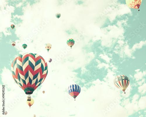 vintage-hot-air-balloons-in-flight