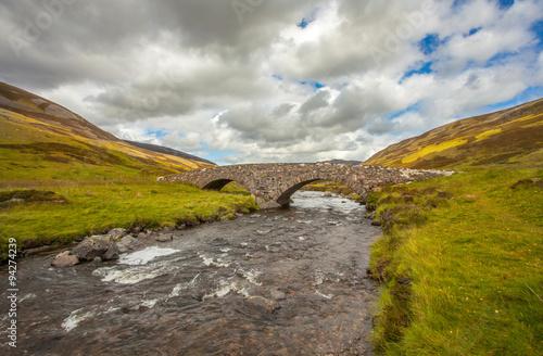 Photographie Ballater Braemar Stein Bogenbrücke Highlands Schottland Landschaft