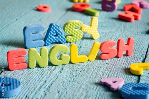 Fotografie, Obraz  Angličtina je snadné učení koncept s písmeny na modré desky