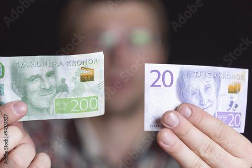 Photo  Swedish 200 and 20 Krona Notes