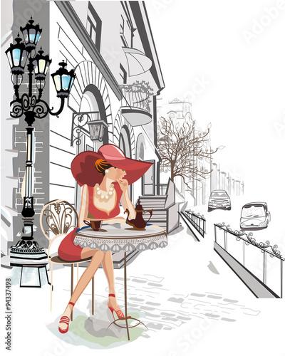 fasonuje-dziewczyny-obsiadanie-w-kawiarni-w-starym-miasteczku