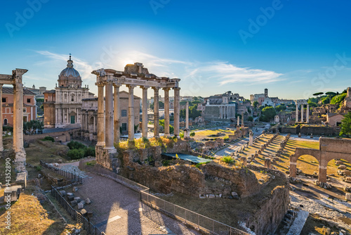 Cuadros en Lienzo Sunrise at Roman Forum and Colosseum - Rome - Italy