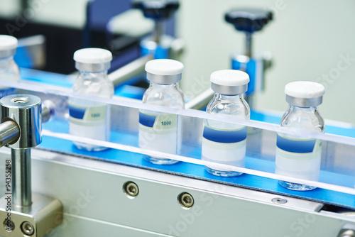 Fotografia  pharmaceutical glass bottles production line