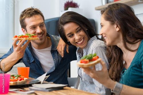 Foto op Canvas Kruidenierswinkel Friends eating bruschetta