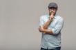 canvas print picture - Mann legt den Finger an den Mund