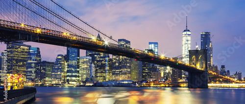 Spoed Foto op Canvas New York Brooklyn Bridge at dusk