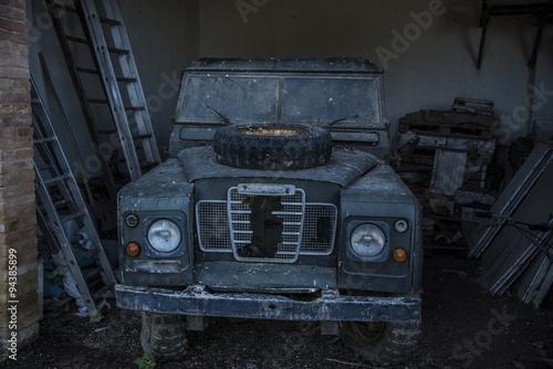 Photo  jeep distrutta dalla guerra