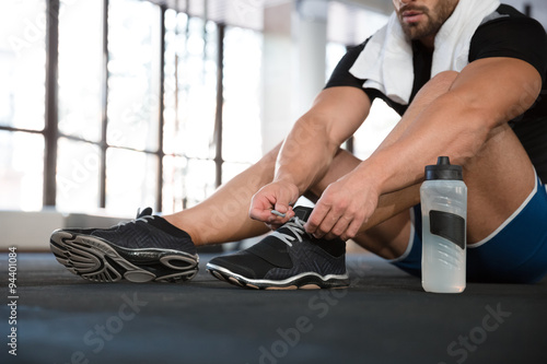 Fotografie, Obraz  Sportsman ties his sneakers