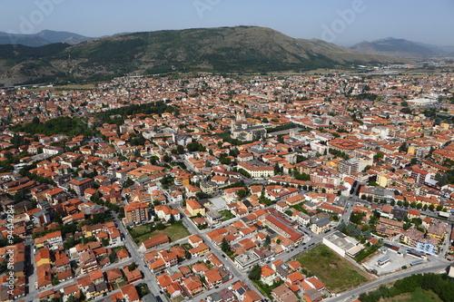 Photo Vista aerea del centro abitato di Avezzano, Abruzzo, Italia