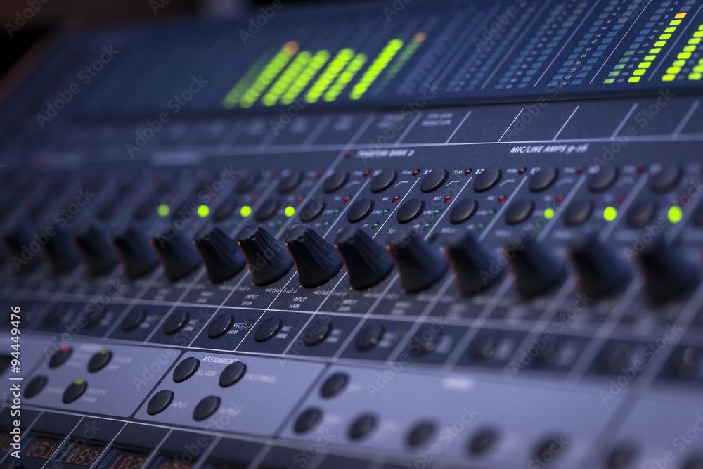 Sound Mixer w salonie