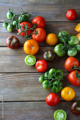 Fototapety, obrazy: ripe and green assorted tomatoes