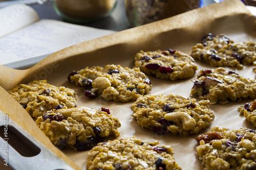 Valokuva  Tasty cookies on a baking tray, dessert