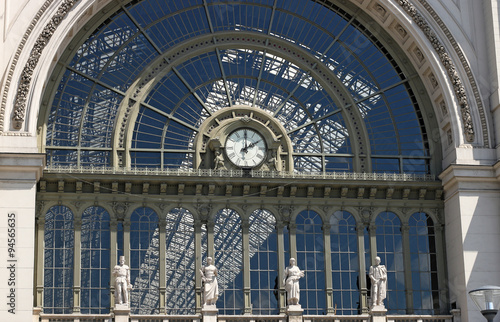 Spoed Foto op Canvas Treinstation Keleti railroad station clock Budapest Hungary