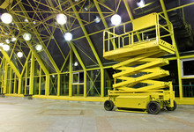 Hydraulic / Electric Scissor Platform At Indoor Place.