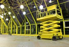 Hydraulic / Electric Scissor Platform At Indoor Place.