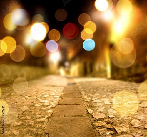 Fondo abstracto calle en la noche y luz de farolas. Wallpaper Mural
