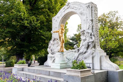 Spoed Fotobehang Wenen memorial of Johann Strauss son in Stadtpark Vienna