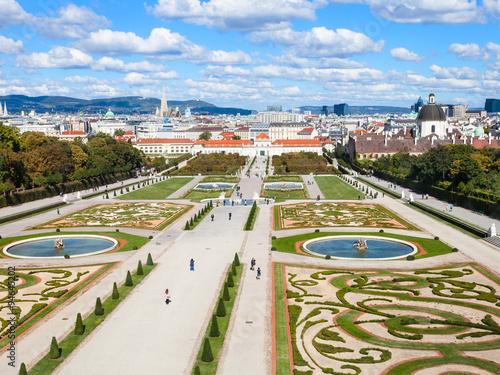 Spoed Fotobehang Wenen Vienna skyline and Belvedere gardens