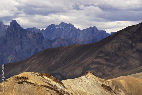Autocollant pour porte Orange eclat Mountains , ladakh landscape Leh, Jammu Kashmir, India.