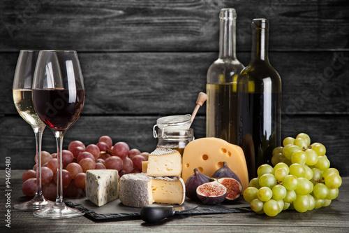 Photo  Wine and cheese