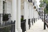 Fototapeta Londyn - Row of beautiful white edwardian houses in Kensington, London