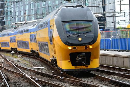 Fotografie, Obraz  アムステルダム中央駅の列車