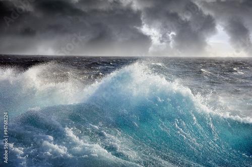 Poster Zee / Oceaan sea wave on the dark cloudes background