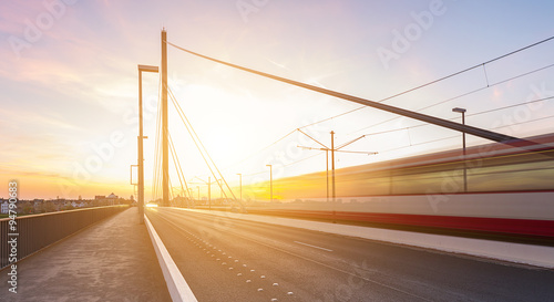 Türaufkleber Eisenbahnschienen Theodor Heuss Brücke in Düsseldorf