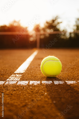 Tennis ball inside service box Tablou Canvas