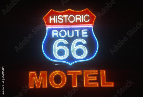 In de dag Route 66 A neon sign that reads ÒHistoric Route 66 MotelÓ