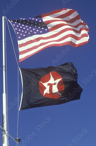 Foto  American Flag and Texaco Flag