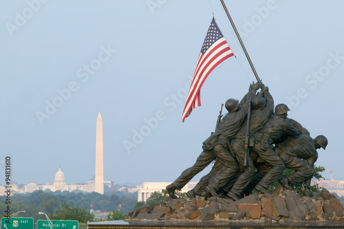 Fotografia  National Iwo Jima War Memorial Monument in Rosslyn, Virginia overlooking Potomac and Washington D