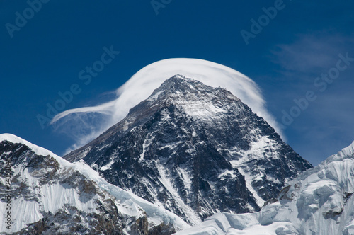 Wall mural - Mount Everest in the Clouds - Nepal