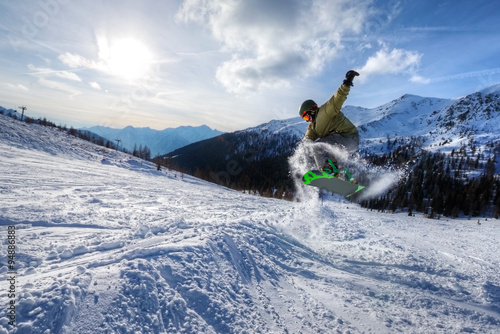 Photo  Expert Snowboarder jump