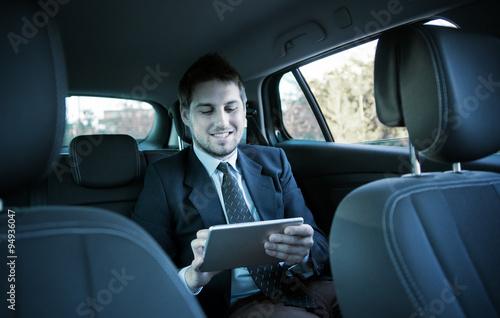 Fotografie, Obraz  Pohledný podnikatel v autě