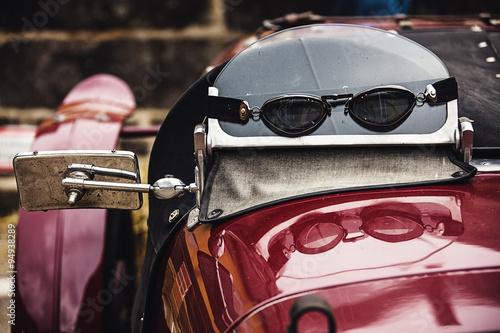 Foto op Plexiglas Fiets Roter Oldtimer mit Rennbrille