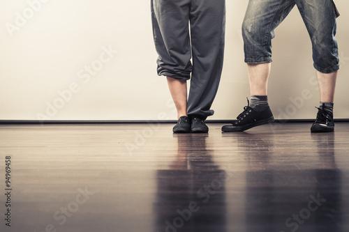 Láminas  couple of young man and woman dancing hip-hop