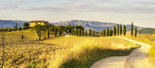 armhouse in the Tuscan hills of the beautiful autumn morning - 94986292