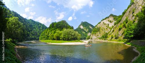 Foto auf Leinwand Fluss Dunajec river in Pieniny mountains, Poland
